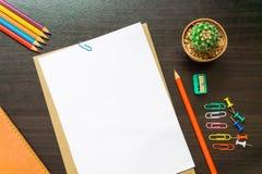 Пустая белая бумага и покрашенный карандаш Стоковое фото RF