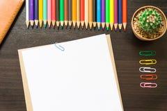 Пустая белая бумага и покрашенный карандаш Стоковые Фото