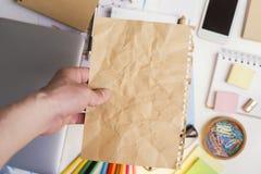 пустая бумага удерживания руки Стоковые Фото