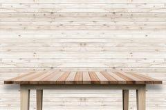 Пустая верхняя часть деревянных полки или счетчика на белом backgroun Стоковые Фото