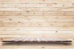 Пустая верхняя часть деревянных полки или счетчика изолированных на белом backgroun Стоковое Фото