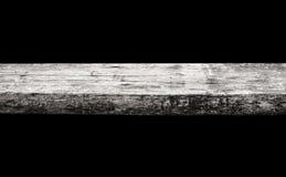 Пустая верхняя часть естественных деревянных изолированных полок запачкает предпосылку природы bokeh Стоковые Фото
