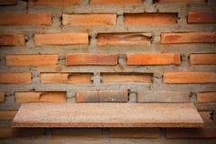 Пустая верхняя часть естественных каменных полок и предпосылки каменной стены Стоковое Изображение RF