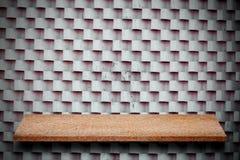 Пустая верхняя часть естественных каменных полок и предпосылки каменной стены Стоковая Фотография RF