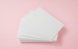 Пустая визитная карточка на розовой предпосылке Стоковое Изображение RF