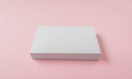 Пустая визитная карточка на розовой предпосылке Стоковое Изображение