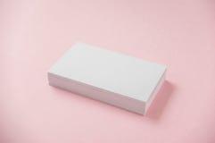 Пустая визитная карточка на розовой предпосылке Стоковые Фотографии RF