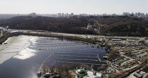 Пустая гавань для шлюпок в городе Киева акции видеоматериалы