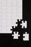 Пустая головоломка на черной предпосылке Стоковое Фото
