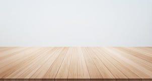 Пустая деревянная верхняя часть пола таблицы для продукта дисплея или монтажа Стоковая Фотография RF