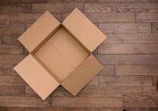Пустая деревянная коробка на таблице Стоковое Изображение RF
