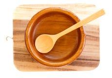 Пустая деревянная плита при деревянная изолированная ложка Стоковые Изображения RF