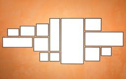 Пустая деревянная рамка фото на красной стене белизна разнообразия украшения предпосылки статьей нутряная малая Стоковое фото RF