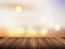 Пустая деревянная таблица над запачканным заходом солнца с предпосылкой bokeh Стоковые Фото