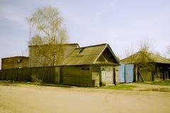 Пустая загубленная церковь за обнести стоковая фотография rf