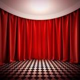 Пустая зала с красными занавесами. бесплатная иллюстрация