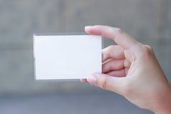Пустая карточка в руке стоковые фотографии rf