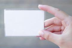 Пустая карточка в руке стоковые изображения