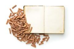 Пустая книга рецепта и итальянские макаронные изделия Стоковое Изображение RF