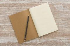 Пустая книга с карандашем Стоковая Фотография RF
