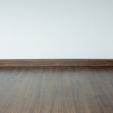 Пустая комната внутренняя, коричневый пол ламината древесины стоковые фотографии rf