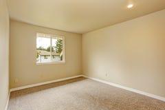 Пустая комната в мягких тонах цвета слоновой кости Стоковые Фото
