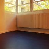 Пустая комната с видом на город Стоковые Фото