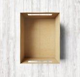 Пустая коробка на деревянной предпосылке Стоковая Фотография