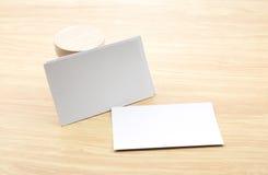 Пустая насмешка визитной карточки вверх с пустой деревянной круглой частью, Busin Стоковое фото RF