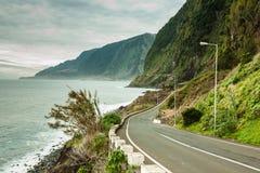 Пустая дорога в острове Мадейры, Portuga стоковые фото