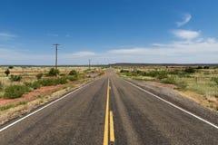 Пустая дорога в положении Неш-Мексико, США Стоковое Изображение
