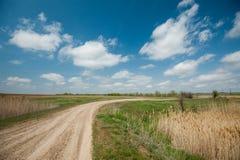 Пустая дорога на солнечный день стоковая фотография