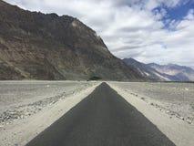 Пустая долина Nubra прямой дороги Стоковые Изображения RF