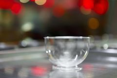 Пустая пластичная чашка для сладостного десерта мороженого Стоковые Изображения