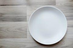 Пустая плита на деревянном flord Стоковое Изображение