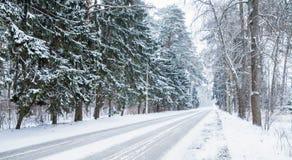 Пустая предпосылка снежной дороги, холодная зима Стоковое Изображение