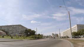 Пустая проезжая часть в городе сток-видео