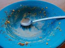 Пустая плита после еды арахиса шелушилась мороженое стоковые изображения rf