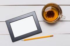 Пустая рамка на деревянной предпосылке стоковые изображения