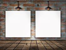 Пустая рамка на кирпичной стене Стоковое Изображение