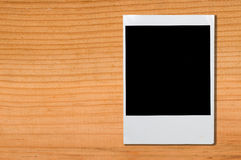 Пустая рамка фото на коричневой древесине Стоковое Фото