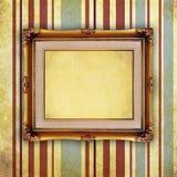 Пустая ретро картинная рамка на старой стене Стоковая Фотография