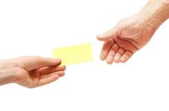 пустая рука визитной карточки проходит женщину s Стоковые Фотографии RF