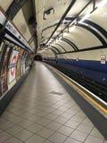 пустая станция london подземная стоковое фото rf