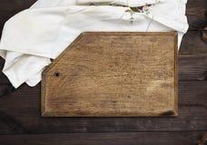 Пустая старая коричневая деревянная разделочная доска Стоковая Фотография