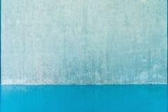 Пустая стена и голубой пол стоковые фотографии rf
