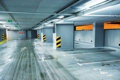 пустая стоянка автомобилей подземная Стоковое Изображение