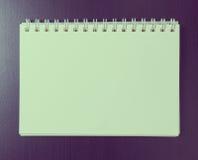 Пустая страница бумаги блокнота связывателя Винтажный тон на космосе для текста на странице Стоковое Изображение