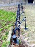 Пустая строка стойки шкафа велосипеда или велосипеда Стоковые Изображения RF