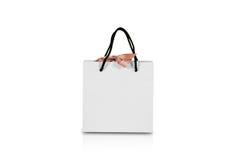 Пустая сумка подарка белой бумаги с насмешкой смычка вверх Изолировано на белизне Стоковые Изображения RF